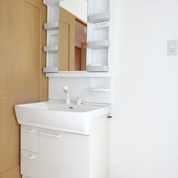 シンプルな洗面台。