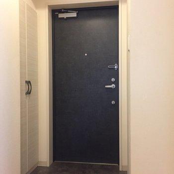 玄関はお客様が来た時もゆったり使えそうです。