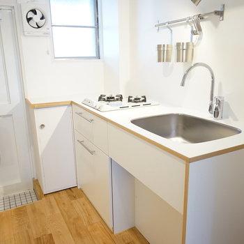 キッチンはゆったり2口ガス♪※写真は201号室