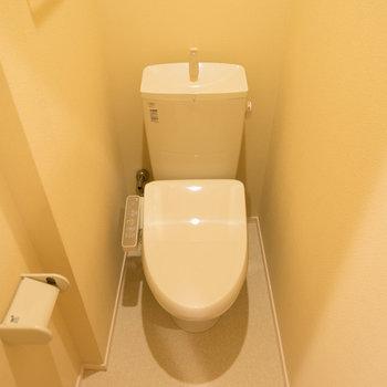 個室のトイレはウォシュレットも◎