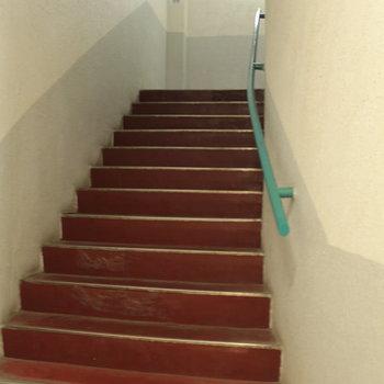 階段も渋い!
