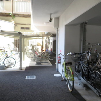 自転車置き場も完備です