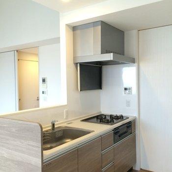 3口ガスコンロキッチン※写真は4階の似た間取りの別部屋のものです