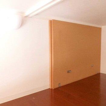 ロフトのこの壁、物置として使うときの間仕切り。