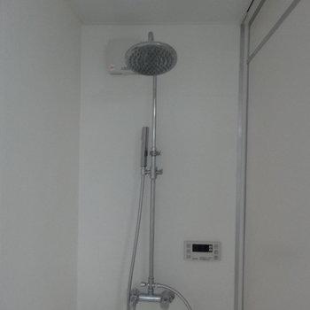 シャワーヘッドかっこいい…