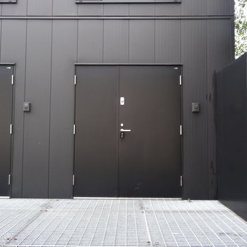 この入り口、わくわくしますね!
