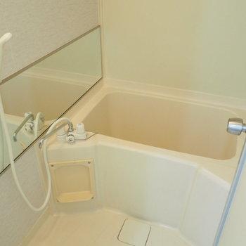 お風呂の鏡は横長