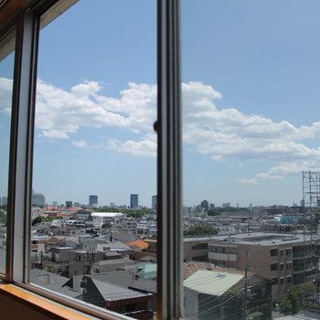 成長中の東京を眺める