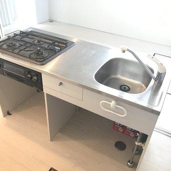 キッチンは収納以外は驚きの機能性!