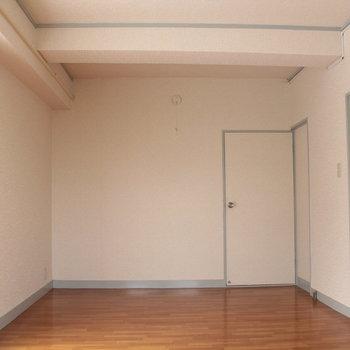 奥がダイニング右が6帖の洋室です
