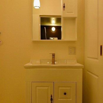 支度が捗る独立洗面台※写真は同タイプの別部屋です