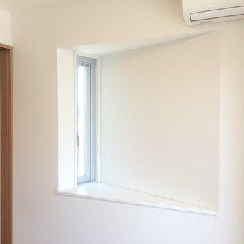 面白いかたちの小窓