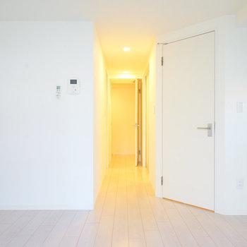 白を基調としたお部屋は清潔感◎