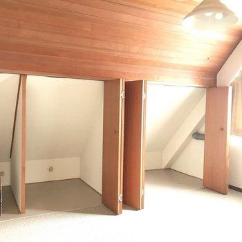 リビングに近い寝室の収納はこんなに!