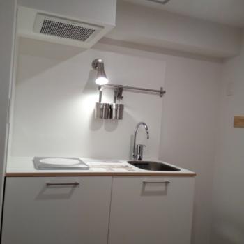 キッチンは1口IHタイプ※写真は6B号室