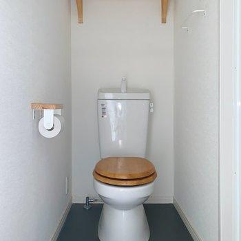 トイレも木目で可愛らしいですね