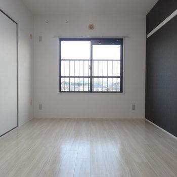 リビング隣のお部屋。ブラックがかっこいい!