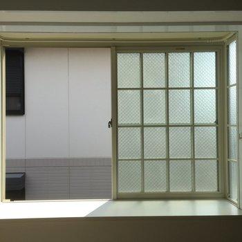 出窓になっています、何飾ろう?※写真は2階の似た間取り別部屋のものです