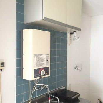 給湯器があります※写真は2階の似た間取り別部屋のものです