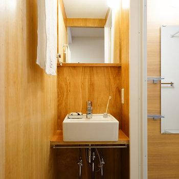 コンパクトな洗面台が可愛い!※写真は同じ間取りの別部屋