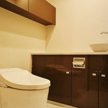 トイレには洗面台あります。