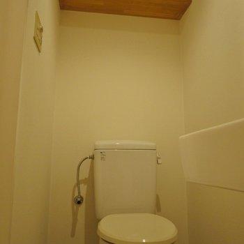 トイレ上にも収納アリ※写真は前回撮影時のもの