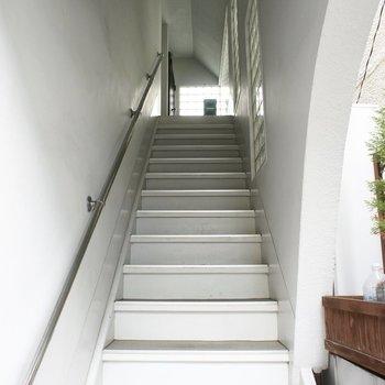 この階段をのぼって