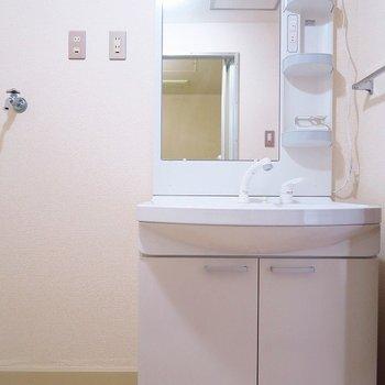 独立洗面台もまだまだ綺麗!