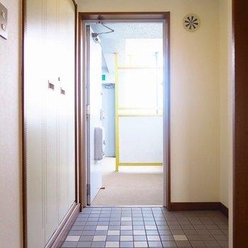 広々玄関。※写真は前回掲載時のものです。