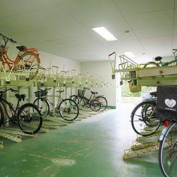 自転車置場は屋内です