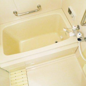 お風呂は追い焚きつきです。※写真は前回掲載時のものです。