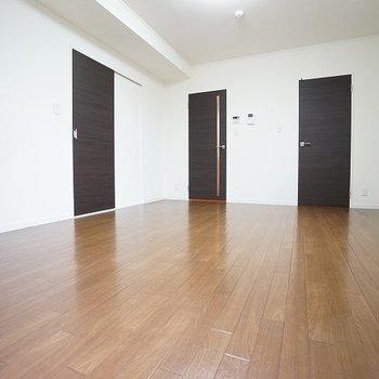 ※写真は反転間取り別部屋のものです、実際は二面採光ではありません