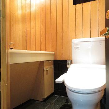 1階のお手洗いは洗面台つき