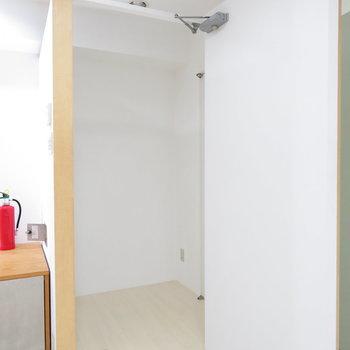 1階に収納や試着室にできそうなスペース