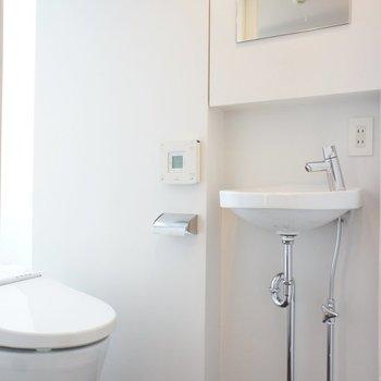 トイレは個室で手洗いつき※写真は前回募集時のものです