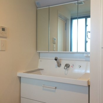 独立洗面台も嬉しいですね※写真は別部屋です