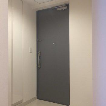 玄関もゆったりしてますね※写真は別部屋です