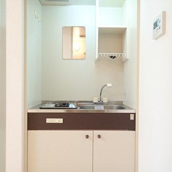 コンパクトなキッチン、レトロな電気コンロです!