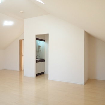 低い位置にエアコンがあって効率よく室内を温めます。