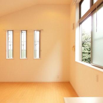 キッチン横からの眺め。あたたかい雰囲気