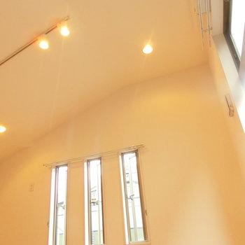 天井が高い。