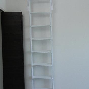 ロフトへの階段は壁にかけておけます