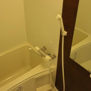 お風呂は一般的なサイズ