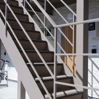 階段もピカピカ