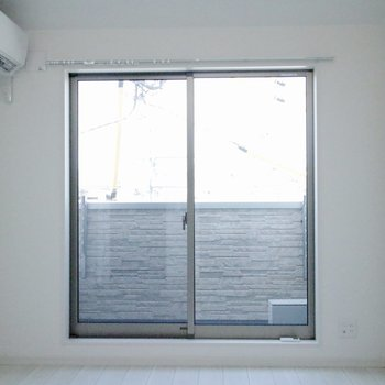 お部屋入ると目の前に大きな窓