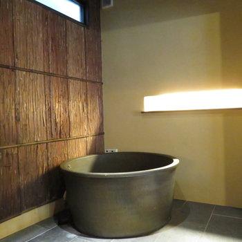 お風呂は釜で旅館でしか見たことない雰囲気に