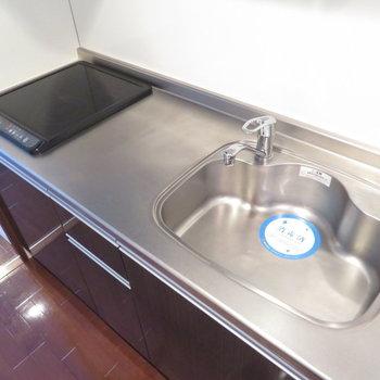 もちろんキッチンもシステムキッチンです※写真は8階の同間取り別部屋のものです