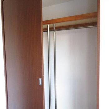 クローゼットも十分です※写真は8階の同間取り別部屋のものです