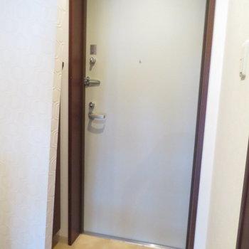 玄関も大きくなってますね※写真は8階の同間取り別部屋のものです