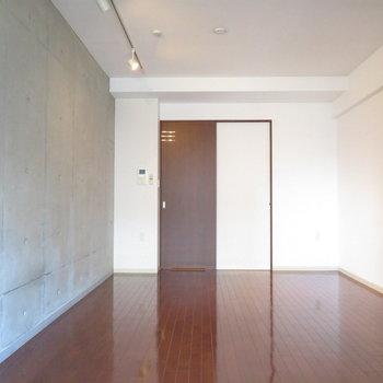 ぶれてません※写真は8階の同間取り別部屋のものです